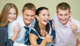 Pulgar sonriente joven de la gente para arriba Fotos de archivo libres de regalías