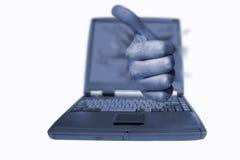Pulgares de la computadora portátil para arriba Fotos de archivo libres de regalías