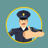 Pulgares de la policía para arriba Firma todo a la derecha Kop alegre Mano del policía Imágenes de archivo libres de regalías