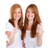 Pulgares de las adolescencias para arriba Imagen de archivo