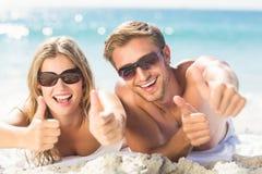 Pulgares felices de los pares para arriba Fotos de archivo libres de regalías