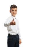 Pulgares que muestran felices del muchacho para arriba Foto de archivo