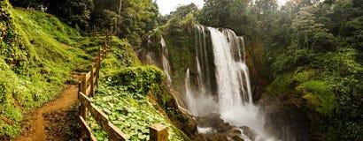 Pulhapanzak-Wasserfall in Honduras stockbild