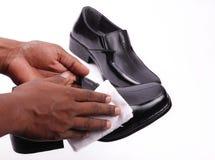 Pulido de los zapatos Fotografía de archivo libre de regalías