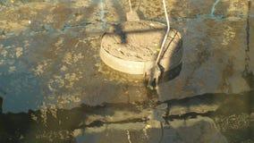 Puliendo refiere al agua del tanque de los tratamientos, fase de tratamiento de aguas residuales anaerobio, digiriendo el barro,  metrajes