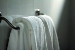 Pulisca i tovaglioli bianchi Fotografia Stock
