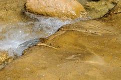 Pulisca il fiume della montagna Fotografie Stock