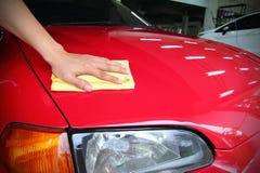 Pulisca l'automobile rossa Fotografia Stock Libera da Diritti