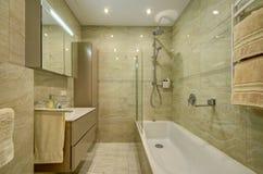 Pulisca l'interiore della stanza da bagno Fotografia Stock Libera da Diritti