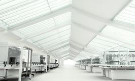 Pulisca l'interno bianco moderno del laboratorio fotografie stock