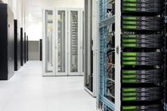 Pulisca l'interno industriale di una stanza del server Fotografie Stock Libere da Diritti