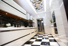 Pulisca la cucina moderna Immagine Stock
