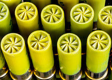 Pulisca la piegatura sopra le cartucce per fucili a canna liscia Immagine Stock