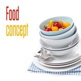 Pulisca le ciotole, piatti e pomodori ciliegia assortiti, isolati Fotografia Stock Libera da Diritti