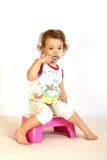 pulisce i piccoli denti della ragazza Fotografie Stock