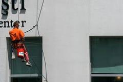 Pulitore di finestre dell'alpinista di Utilitary Fotografia Stock Libera da Diritti