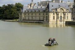 Pulizia del lago del castello Fotografia Stock