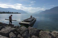 Pulizia del lago geneva fotografie stock