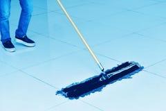 Pulizia del pavimento Fotografia Stock