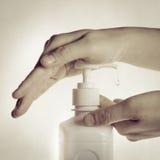 Pulizia della mano Fotografia Stock