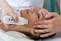 Pulizia della pelle di ultrasuono immagini stock libere da diritti