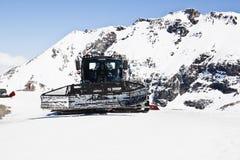 Pulizia della pista, ghiacciaio di Molltaler, Austria Fotografia Stock