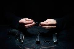 Pulizia della pistola Immagine Stock