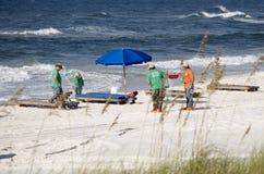 Pulizia della spiaggia Fotografia Stock Libera da Diritti