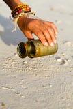 Pulizia della spiaggia Immagine Stock