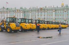 Pulizia 2016 della via dell'attrezzatura della Russia, Russia di autunno di St Petersburg fotografia stock libera da diritti