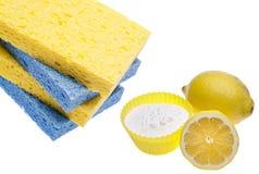 Pulizia naturale con i limoni e bicarbonato di sodio Immagini Stock Libere da Diritti
