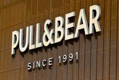 Pull&Bear logo - Unirea köpcentrumgalleria Bucharest royaltyfri fotografi