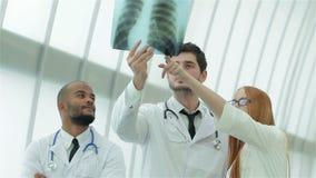 Pulmones sanos y los peligros de fumar almacen de metraje de vídeo