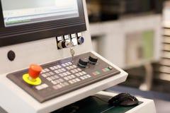 Pulpit operatora wielo- osi CNC machining centrum obraz royalty free