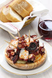 Pulpo una La gallega, cucina spagnola dei tapas fotografie stock