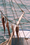 Pulpo y barco de pesca de sequía Imágenes de archivo libres de regalías