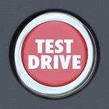 Pulsante di avvio rotondo rosso dell'automobile dell'accensione della prova su strada Immagini Stock