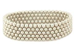 A pulseira dos grânulos prateados encontra-se no branco Fotografia de Stock Royalty Free