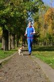 Pulser avec le chien Photo libre de droits
