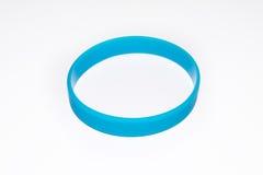 Pulsera de goma azul Desgaste social redondo de la moda del silicón Foto de archivo