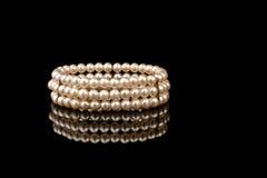 Pulsera de la perla Imagen de archivo libre de regalías