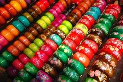 Pulsera de madera colorida Fotografía de archivo libre de regalías