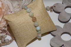Pulsera de piedra natural del cuarzo del Morganite y de la perla fotos de archivo libres de regalías