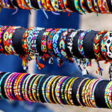 Pulseras coloridas de las artesanías Foto de archivo libre de regalías