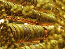 Pulseras de oro fotografía de archivo libre de regalías