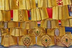 Pulseras de oro en el bazar magnífico Estambul Imagenes de archivo