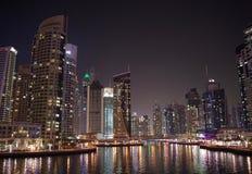 Pulsna av den Dubai marina Arkivfoto