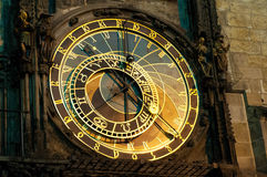 Pulso de disparo astronômico de Praga, Orloj, na cidade velha de Praga foto de stock royalty free