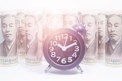 Pulso de disparo clássico no rolo de Yen Banknote imagens de stock