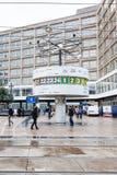 Pulso de disparo do mundo no quadrado de Alexanderplatz em Berlim Fotos de Stock